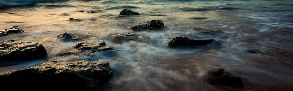 Wasser in Bewegung, Langzeitbelichtung mit einem Weitwinkelobjektiv, Gran Canaria, richtig-fotografiert.de